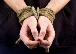 Индийских полицейских обвиняют в вымогательстве 200 биткоинов
