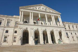Парламент Португалии собирается обсудить правила расчетов в криптовалюте
