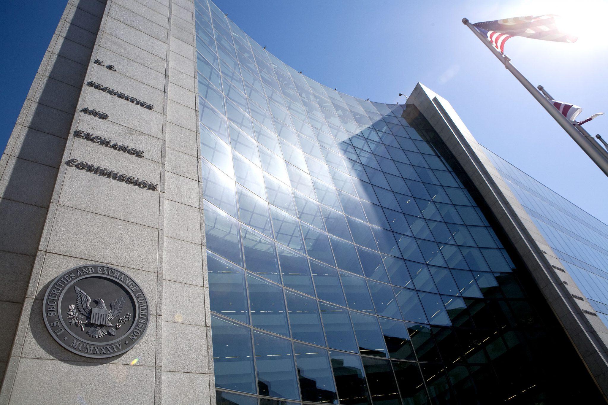 SEC решила пока не менять правила позволяющие использовать биткоины ETF