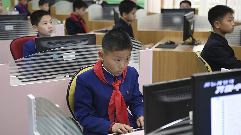 Корейские школьники на уроке информатики