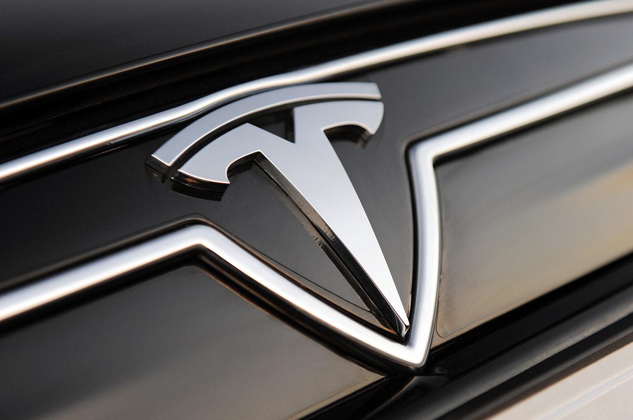 В Tesla длится война против Илона Маска