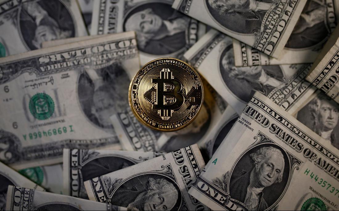 Падение доллара за последние 100 лет может заставить инвесторов покупать биткоины