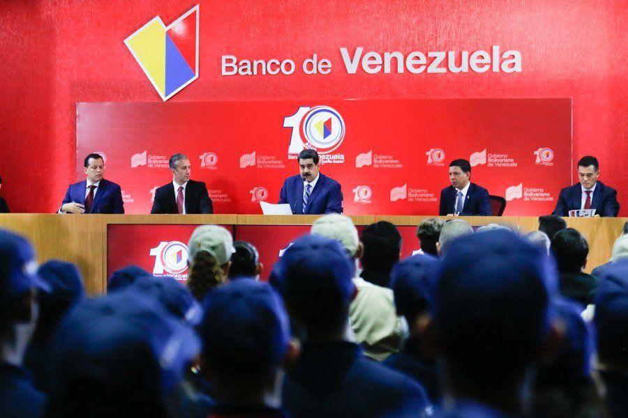 Мадуро заставляет крупный банк принять крипту Petro