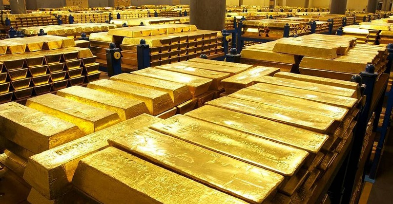 Центробанки нескольких стран начали распродавать золотые запасы
