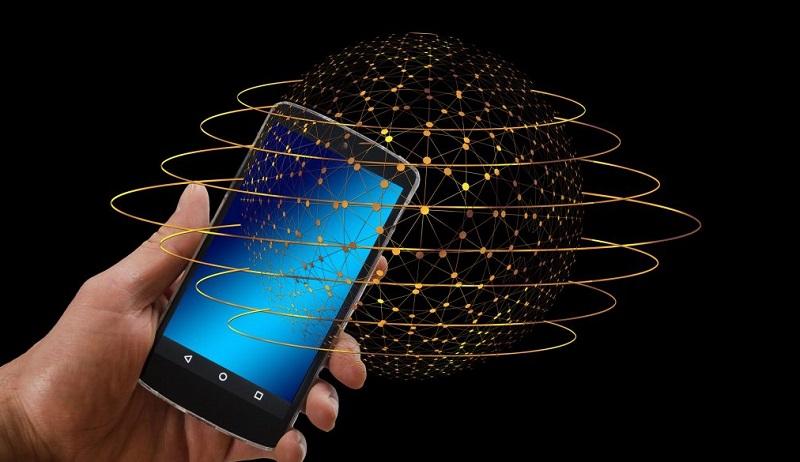 В РФ предложили хранить цифровые рубли на смартфонах