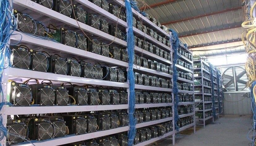 В Абхазии обнаружили незаконную майнинг-ферму на заводе