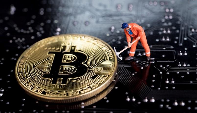За месяц биткоин-майнеры заработали $1,7 млрд.